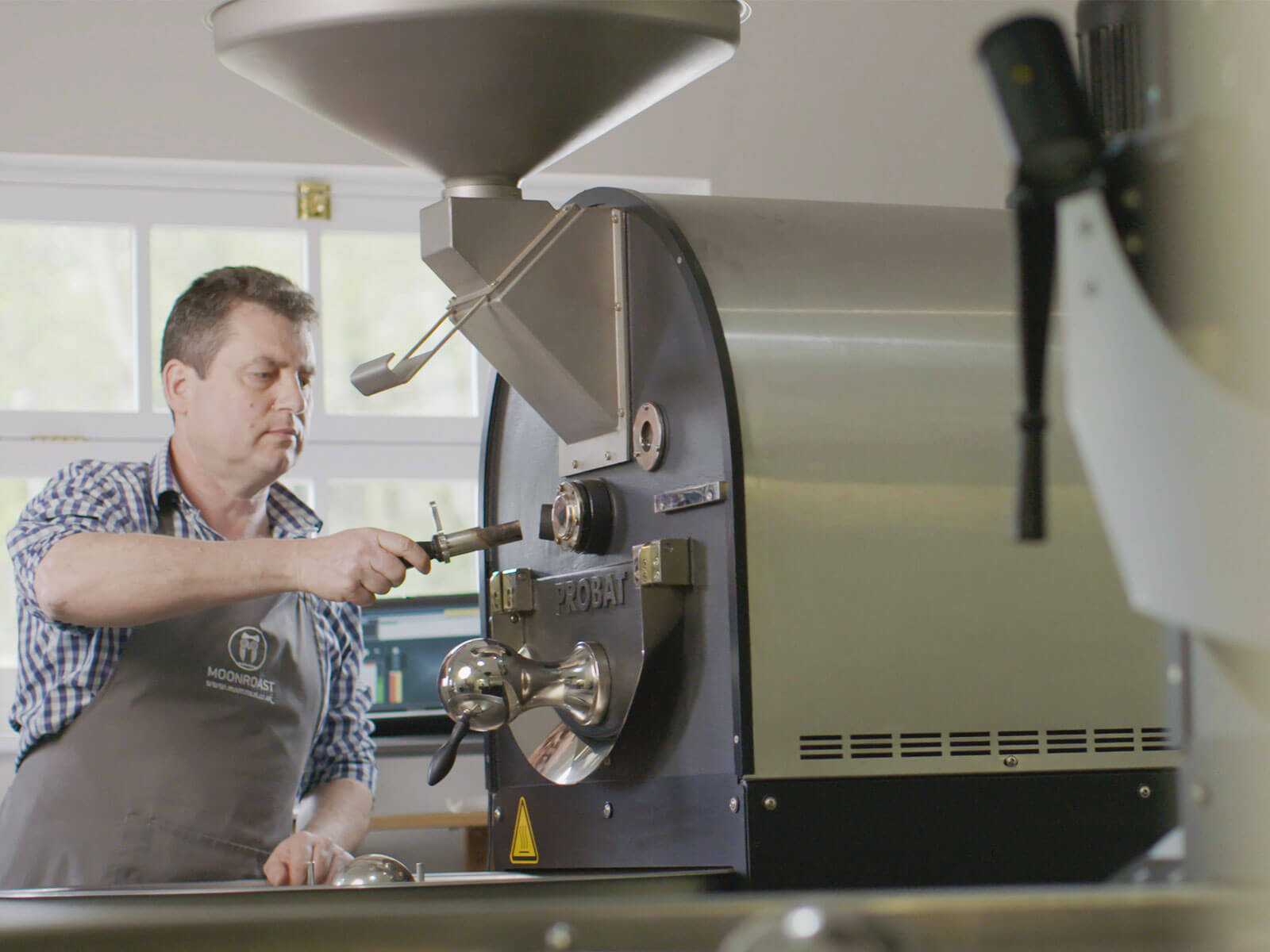 Fran roasting coffee beans